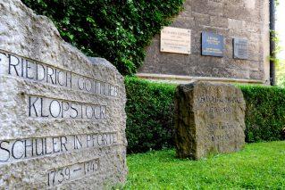 Bild: Gedenksteine und -platten für Klopstock, Ranke und Lepsius